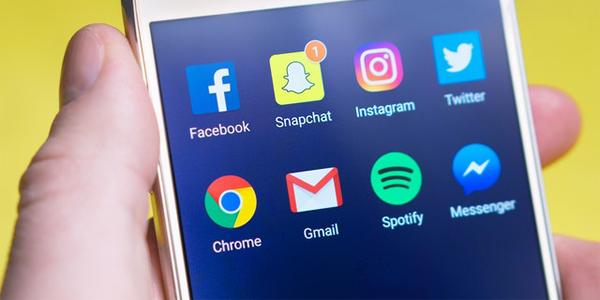 Revisar las redes sociales de mi ex novia